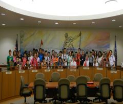 【阳光学府国际教育】美国马尼托瓦克市长接见学生