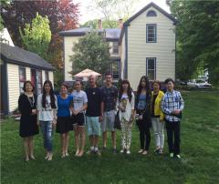 阳光学府总经理陪同家长探望在美留学学生